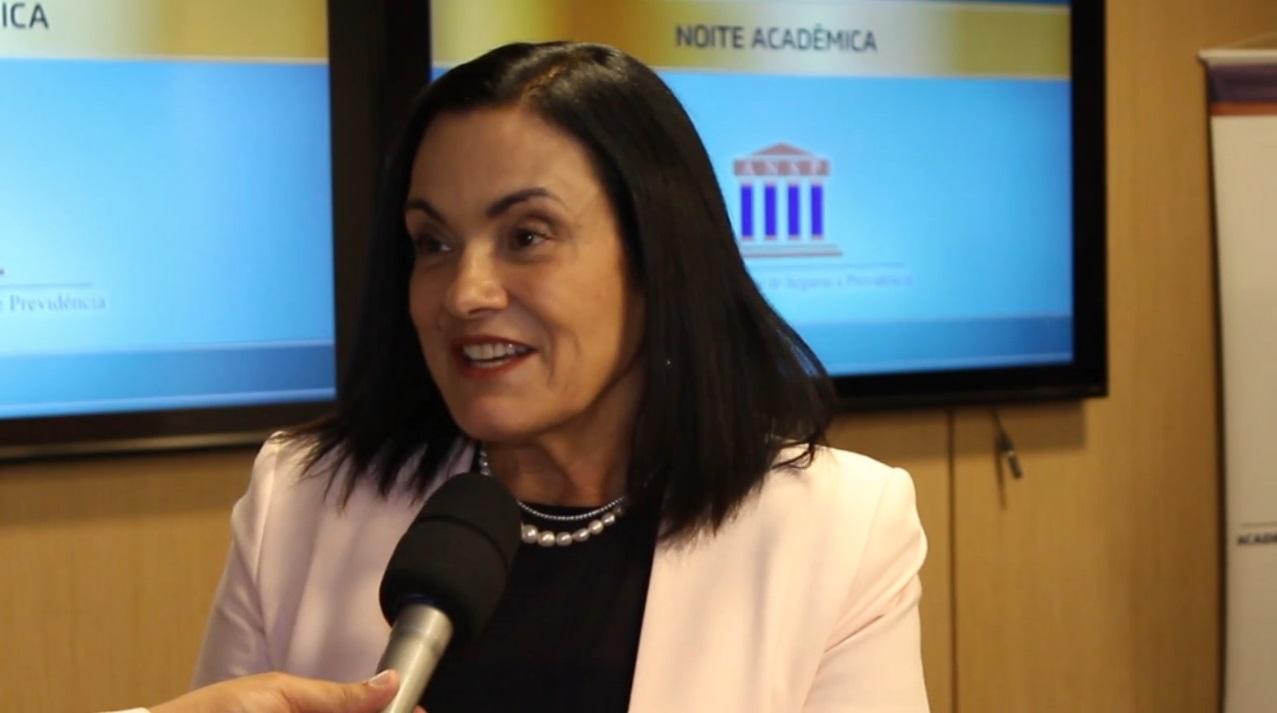 Noite Acadêmica no Rio de Janeiro – Maria Helena Cardoso Monteiro