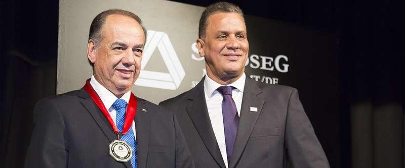 Presidente do Conselho Superior da ANSP recebe  Medalha do Mérito Segurador